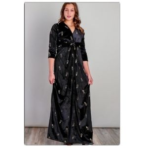 Dresses & Skirts - Pineapple Embroidered Velvet Maxi Dress         4D